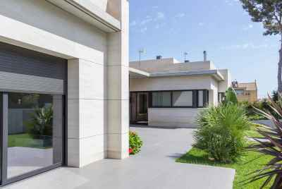 Modern house with garage near Barcelona